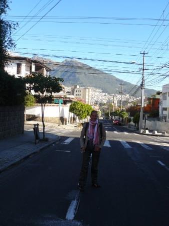 กีโต, เอกวาดอร์: early morning in Quito, on our way to Otavalo