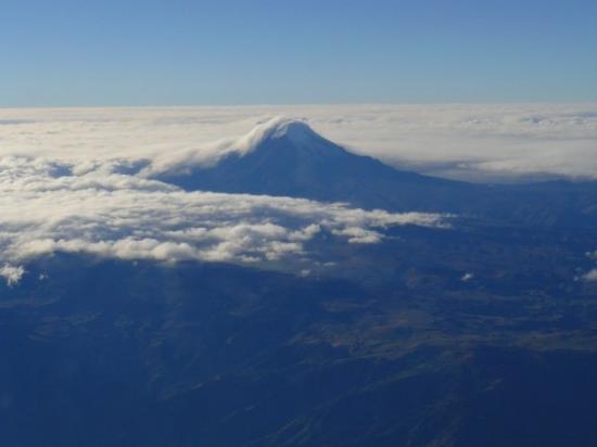 Quito, Ecuador: Cotopaxi, the second highest activ vulcan of the world