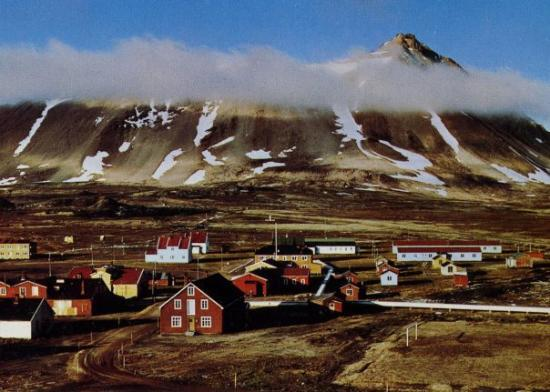 Spitsbergen, นอร์เวย์: Ny Ålesund, byn med världens nordligaste året runt boende.