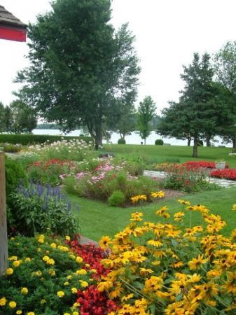 Montebello, Canadá: beautiful gardens!