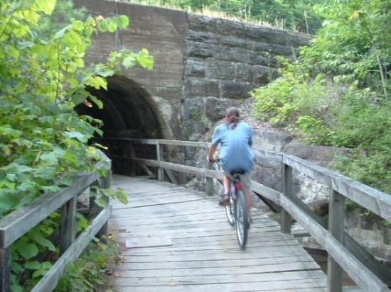 มอนเตเบลโล, แคนาดา: Trail, Montebello