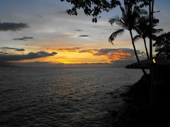 Kimo's Restaurant: sunset Kimo's in Lahaina