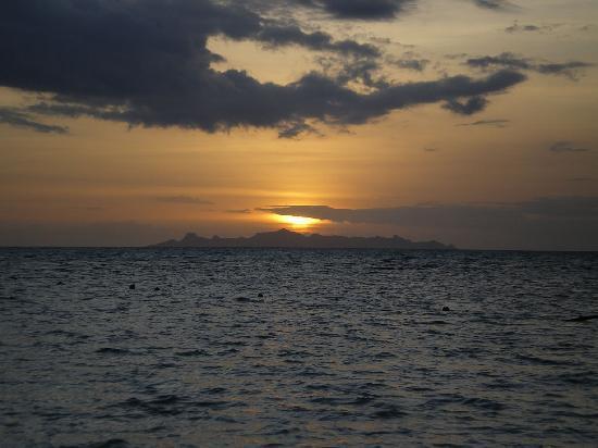 The Sunset Beach Resort & Spa, Taling Ngam: Sunset Beachという名前に相応しい夕焼け
