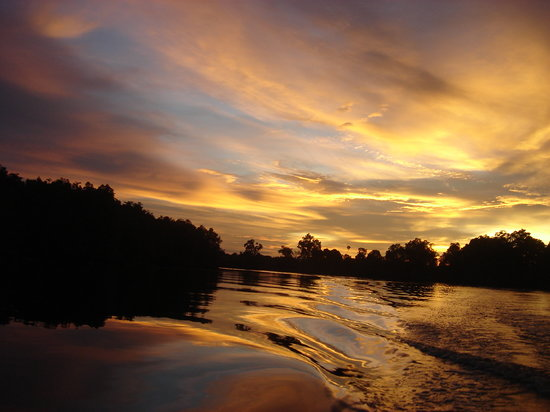 Tuaran, Malaysia: romantic sunset on the river searching for the monkeys