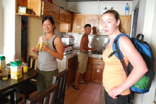 Maleku Hostel: In the kitchen
