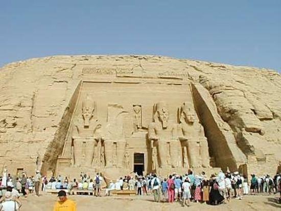 อัสวาน, อียิปต์: Relocalisation   Entre janvier 1966 et septembre 1968, les équipes d'ouvrage de restauration t