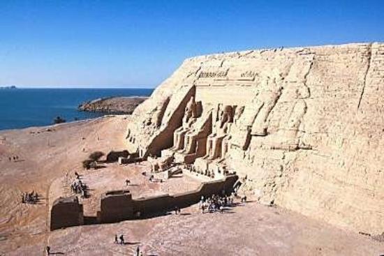 อัสวาน, อียิปต์: C'est à Abu Simbel que l'on trouve le plus fameux temple de Ramsès II. Le fait que le temple soi
