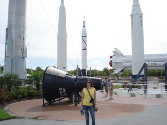 NASA Kennedy Space Center Visitor Complex: Con el monton de cohetitos!