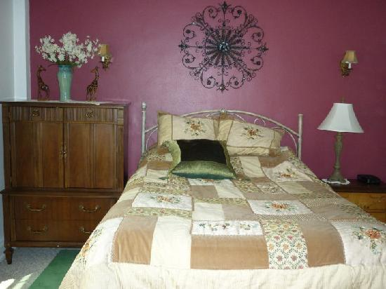 Knickerbocker on the Lake: Room 804 bedroom with antiques
