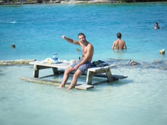 Caye Caulker, เบลีซ: coctail tapas pied dans l eau sur une tite table