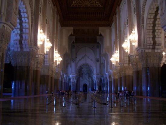 Hassan II Mosque: CIMG3203 La parte frequentata dagli uomini.