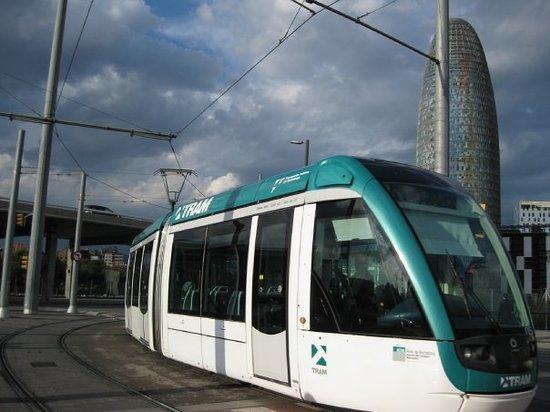 Glòries: Tram i Torre Agbar