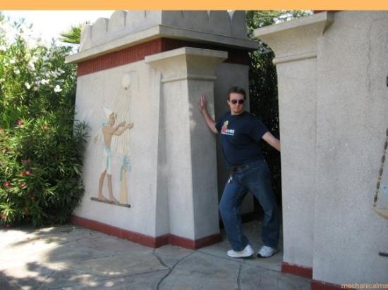 ซานโฮเซ, แคลิฟอร์เนีย: enter the egyptian temple of tree