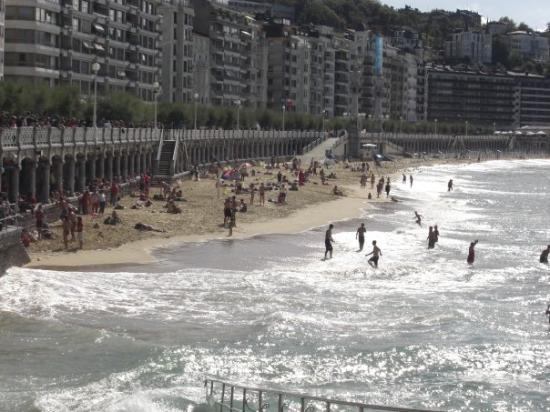 La Concha Beach: San Sebastian - Playa de La Concha
