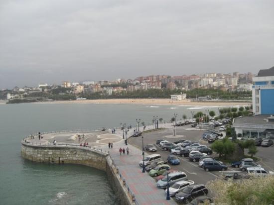 Playa de Mataleñas: Vista desde el principio del sendo peatonal de Mataleñas