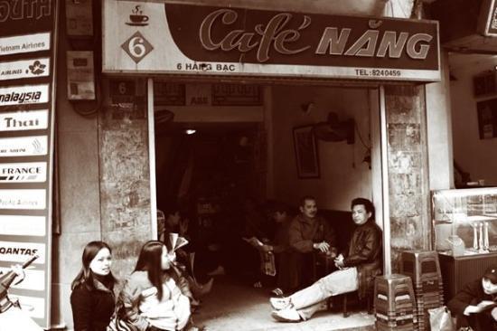 ฮานอย, เวียดนาม: Cafe Nang, 6 Hàng Bạc,Hanoi, Vietnam