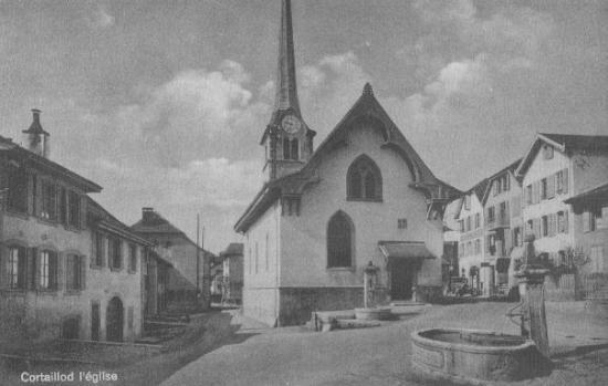 Cortaillod, le milieu du village avec le Temple (protestant)