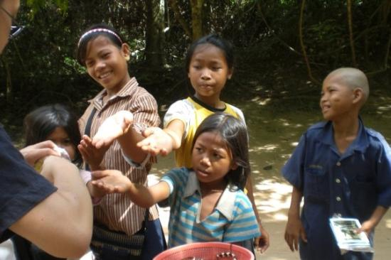 Angkor Thom: The kids are asking for candies