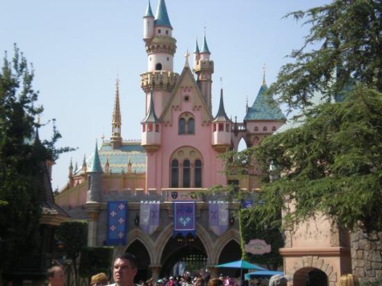 ดิสนีย์แลนด์ ปาร์ค: Sleeping Beauty Castle