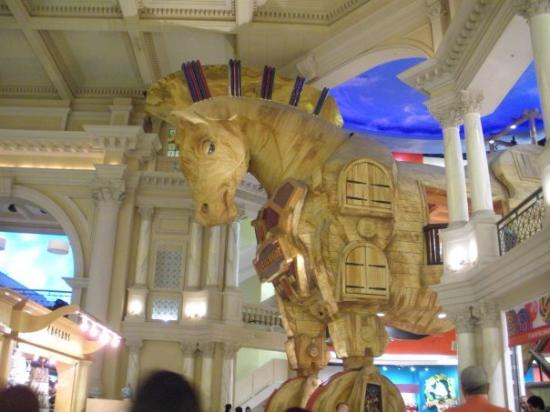 """โรงแรมซีซาร์ พาเลส: """"freddie and the trojan horse"""", solo por eso lo tomé ;D"""