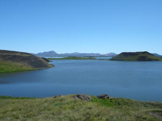 Lake Myvatn, ไอซ์แลนด์: Lake Mývatn and some pseudocraters.