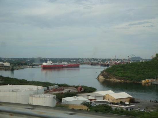 คูราเซา: Shell refinery (2)