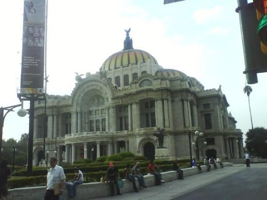พาลาซิโอเดเลลาอาร์เตส: Palacio de Bellas Artes.