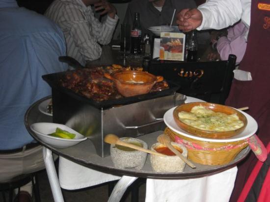 ปวยบลา, เม็กซิโก: Dinner and a futbol game