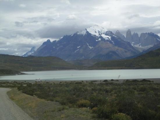 Torres del Paine National Park, ชิลี: LAGO PEHOE..... CON LAS TORRES DE FONDO...