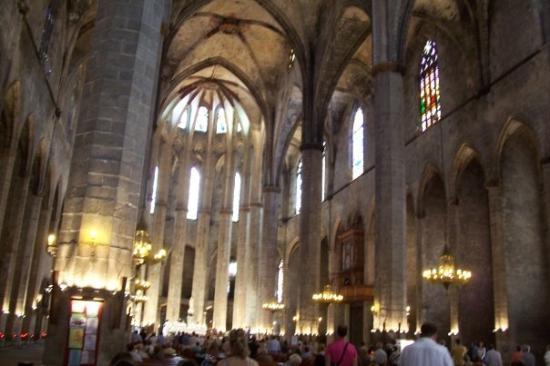มหาวิหารเซนต์แมรีออฟเดอะซี: Inside Santa María del Mar