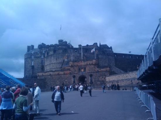 ปราสาทเอดินเบิร์ก: Edinburgh Castle, Perched high above the city