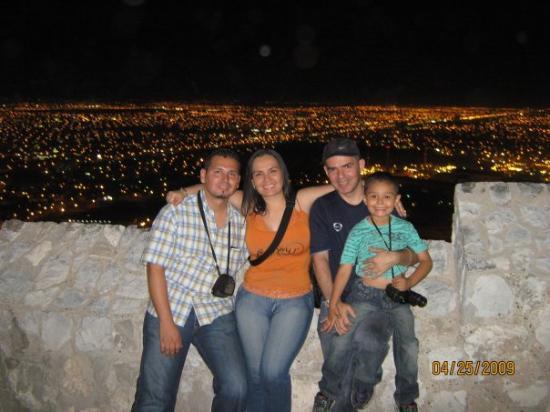 Esta foto es en el Cristo de las Noas en Torreón.  Al fondo la ciudad de Torreon
