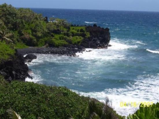 ลาไฮน่า, ฮาวาย: Black sand beach on Maui
