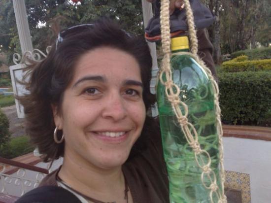 Ouro Preto: Coletanto águas medicinais nas fontes de Caxambu.
