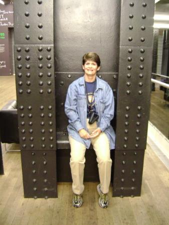 Stephanie Speros(photos) Me at Tate Modern.