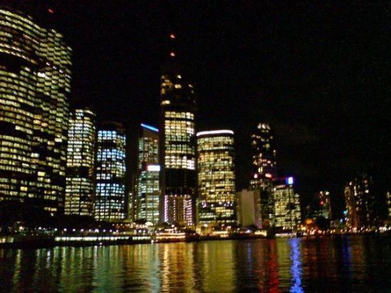 บริสเบน, ออสเตรเลีย: Brisbane at night