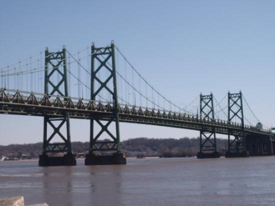 ดาเวนพอร์ท, ไอโอวา: I-74 bridge over the Mississippi  River