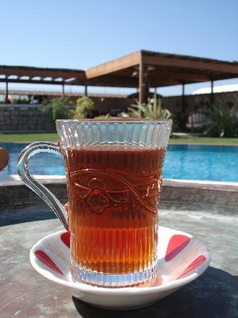 Sedirli Ev: Tea for breakfast at the pool?