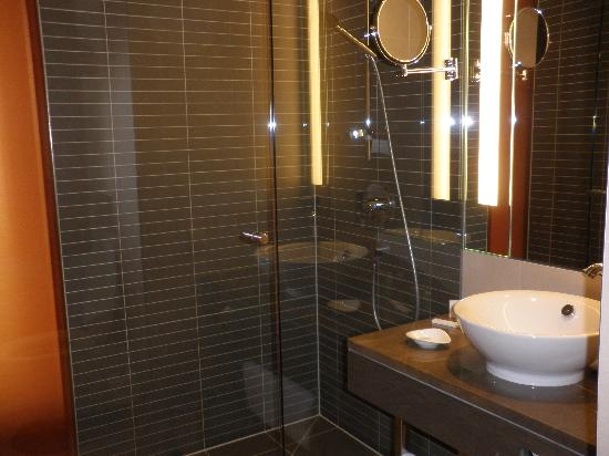 andel's by Vienna House Cracow: Baño