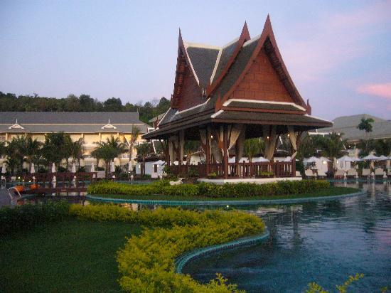 Sofitel Krabi Phokeethra Golf & Spa Resort: Piscina