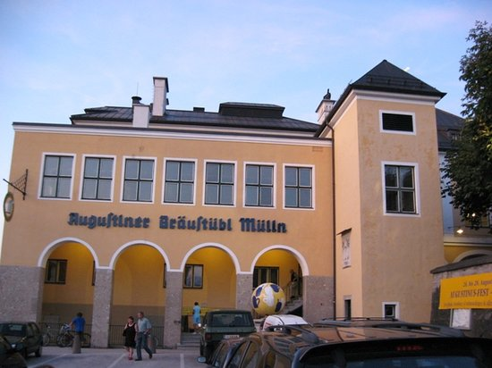 Augustiner Braustueberl: from the enormous parking lot