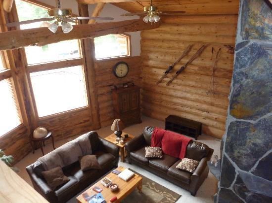 Bear Paw Lodge: living area