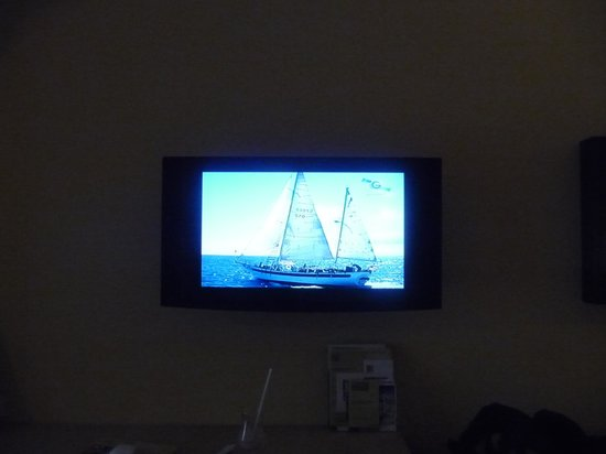 LCD TV, most channels in spanish - Picture of Barcelo Maya Beach