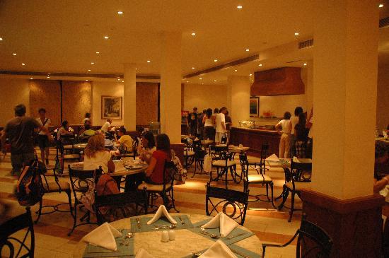 Resta Reef Resort: La sala ristorante