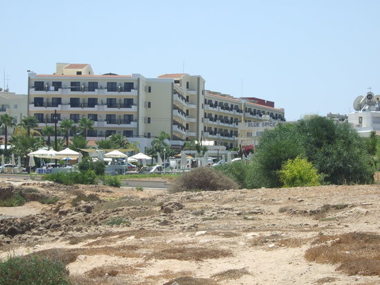 Pernera, Cypr: Hotel from a distance