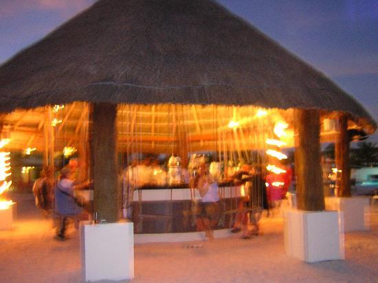 BlueBay Grand Esmeralda: Chiringuito en la playa