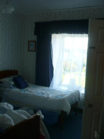 Cairbre House: adjoining room