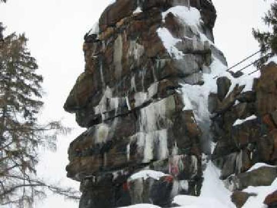 Grand-Mere, Canada: Le Rocher de Grand-Mère, venez découvrir sa légende !