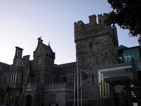 Clontarf Castle Hotel: Exterior