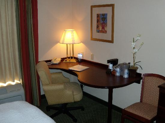 Hampton Inn Clinton: Desk